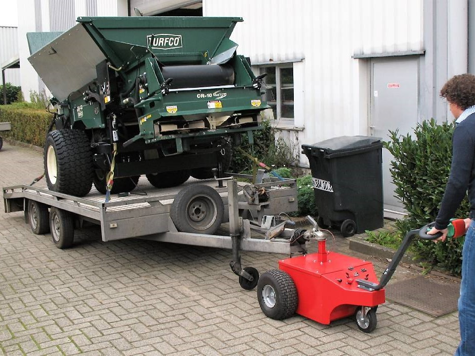 Multi-Mover mit schwerer Last auf Anhänger